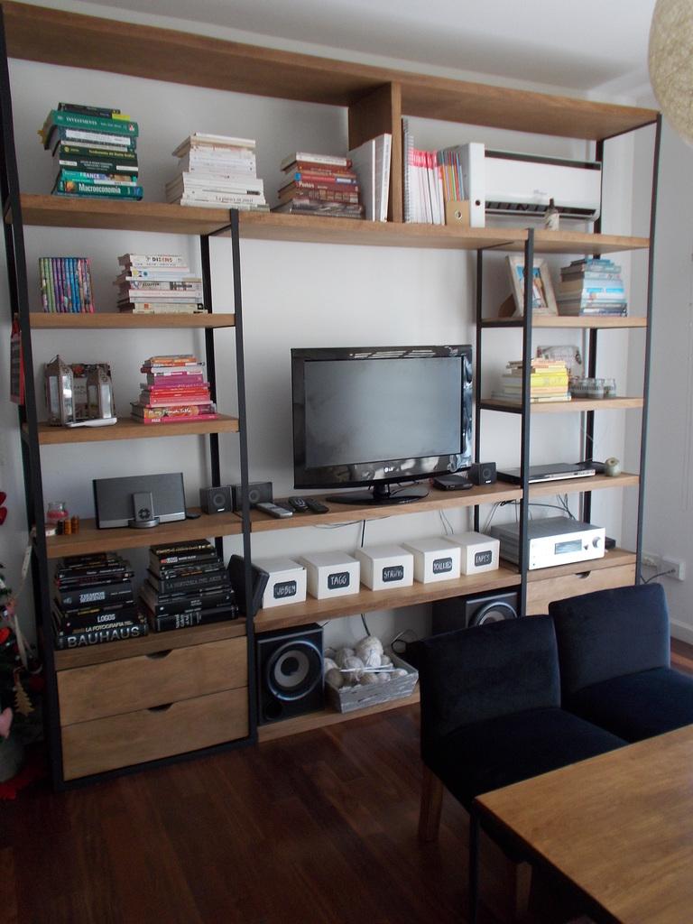 Biblioteca hierro y madera  Comprar en Estudio V