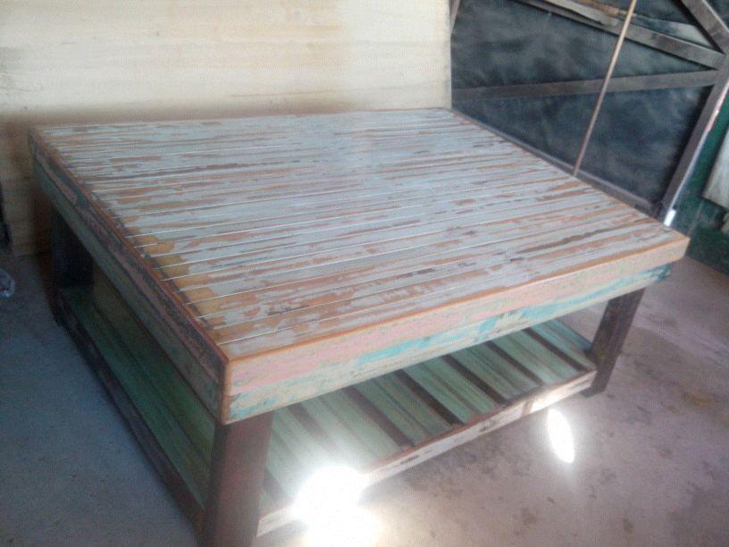 Mesas ratonas de madera de demolicion decapada - Mesas de tablones de madera ...